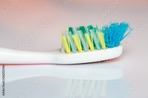 Photo  Old used toothbrush with Fungus on white acrylic background, Close up and macro
