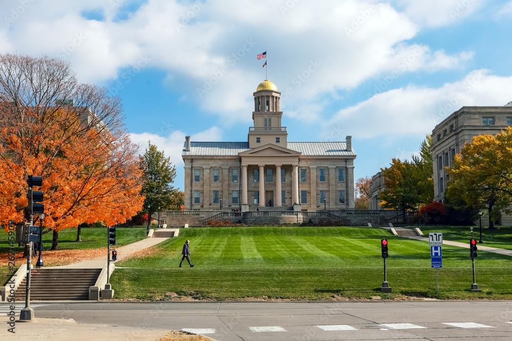 Fototapety, obrazy: Old Capitol building downtown Iowa City