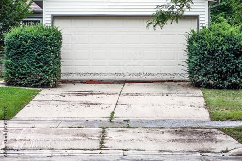 High water mark on garage door after flood waters recede Canvas-taulu