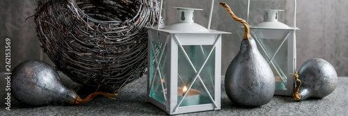 Fotografiet  Simple floral arrangement with silver pumpkins, lanterns and wicker basket