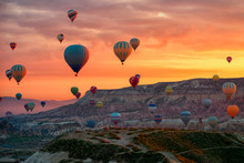 Hot Air Balloons Flying Tour O...