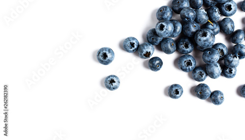 Cuadros en Lienzo blueberries isolated on white background