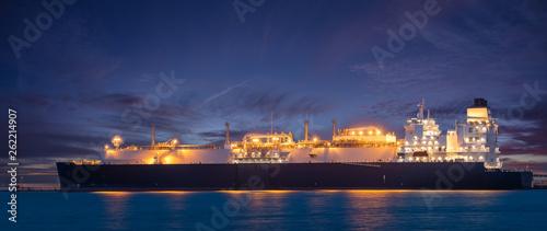 LNG Oil tanker at LNG Terminal Billede på lærred