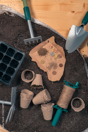 Fotografía  Inexpensive organic food production and gardening equipment, top view