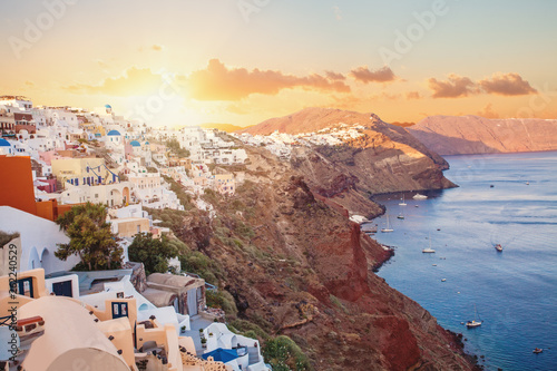 La pose en embrasure Santorini Santorini sunset. Beautiful Santorini landscape with caldera view