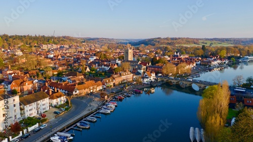 Photo Aerial photo of Henley on Thames at sunrise