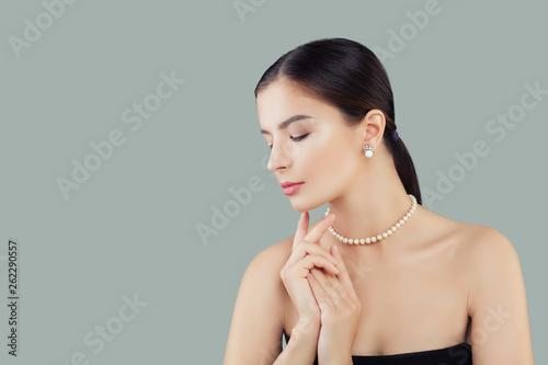 Beauty portrait of elegant model woman in pearls necklace and earrings Fototapeta