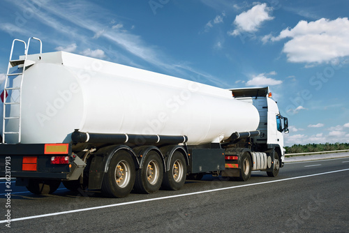 Photographie The white oil truck is going up the road