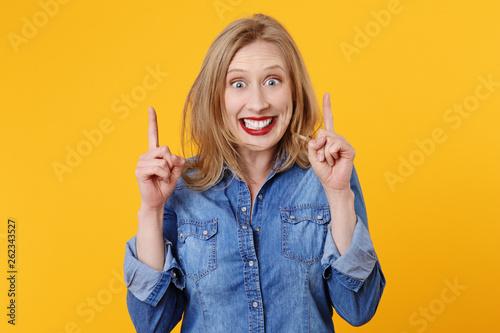 jolie femme blonde expressive souriant Tableau sur Toile