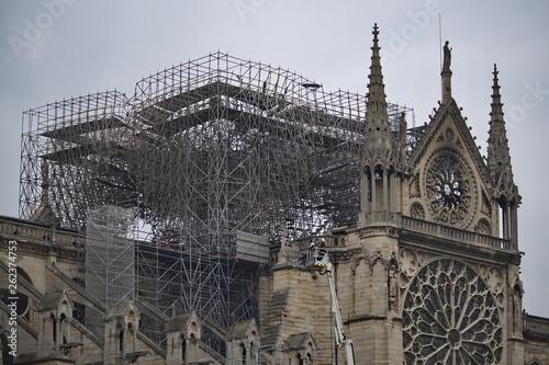 Fotografia  Echafaudage détruit de la cathédrale Notre Dame