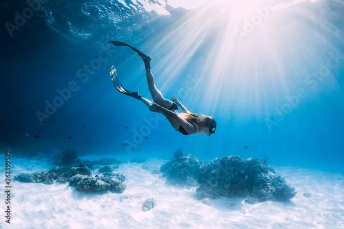 Obraz na płótnie Woman freediver glides with fins