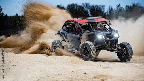Photo UTV buggy in the action on sand