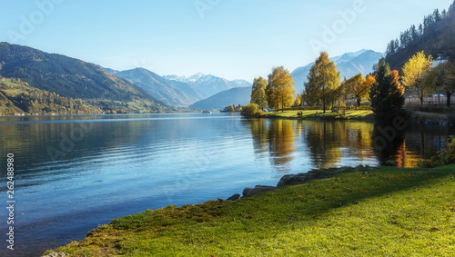 Wall mural - Beautiful landscape of alpine lake with crystal clear green water and Perfect blue sky.