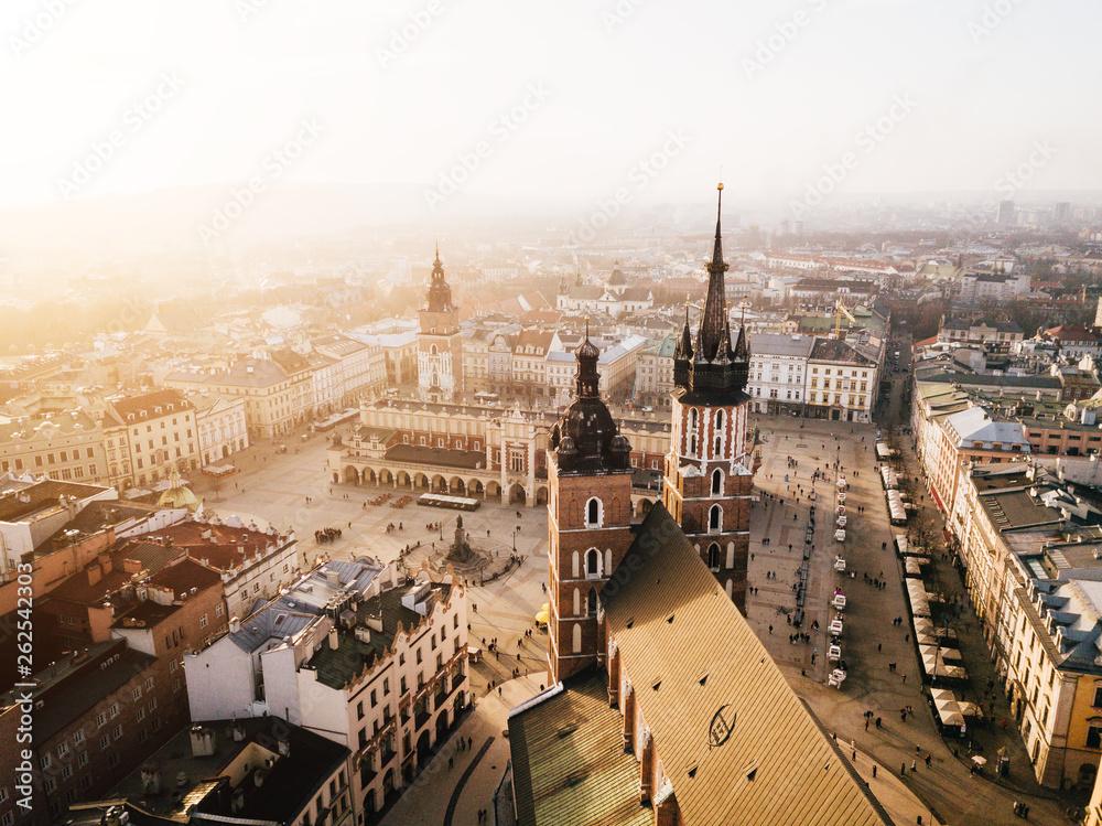 Fototapety, obrazy: Kraków Bazylika Mariacka i Sukiennice Panorama z powietrza - Zachód Słońca