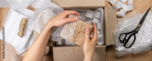 Cuadros en Lienzo Packing products for delivery, shipping service