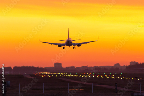 Poster Avion à Moteur sunset plane landing lights papi