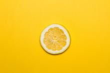 Limón En Rodaja Sobre Fondo A...