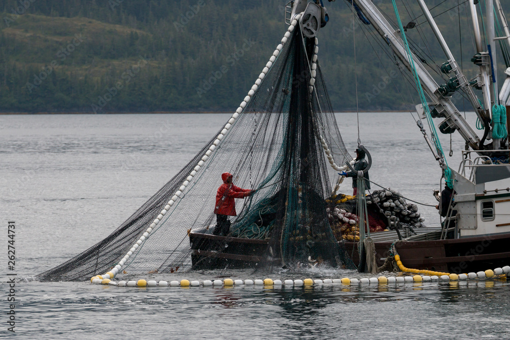 Fototapeta サケ漁をする漁船 アラスカ
