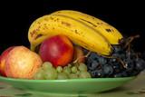 Fototapeta Do pokoju - nature morte fruit plateau banane raisin pèche brugnon pomme