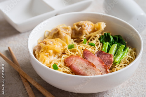 Photo  Egg noodle with wonton and red roasted pork, Asian food style