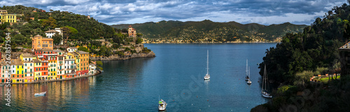 Photographie  Colorful buildings in the raw, sailboats on sea and panoramic scenic view of vil