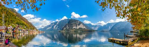 Hallstatt und der Hallstätter See, Salzkammergut Canvas Print