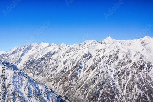 Foto  Winter snow covered mountain peaks