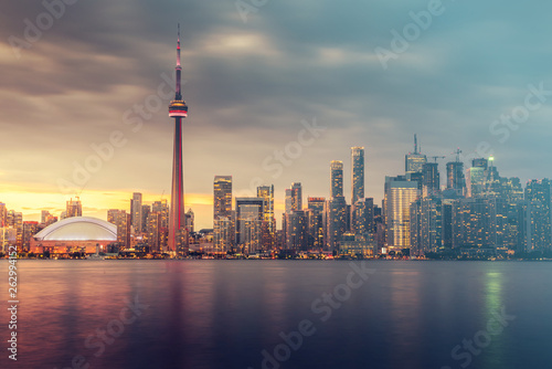 Tuinposter Toronto Toronto city skyline at night, Ontario, Canada