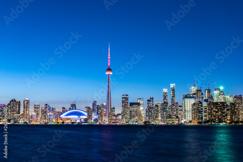 Photo  Toronto city skyline at night, Ontario, Canada