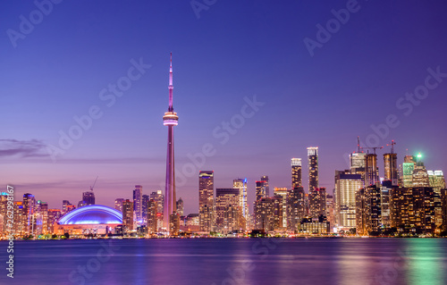 Stampa su Tela  Toronto skyline at night, Ontario, Canada