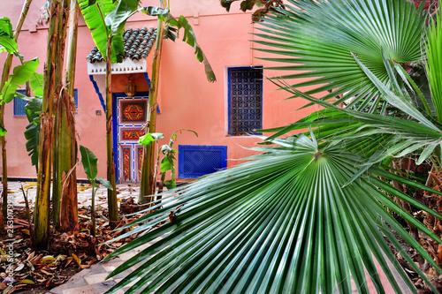 Fototapeta piękny ogród i dom, Maroko obraz