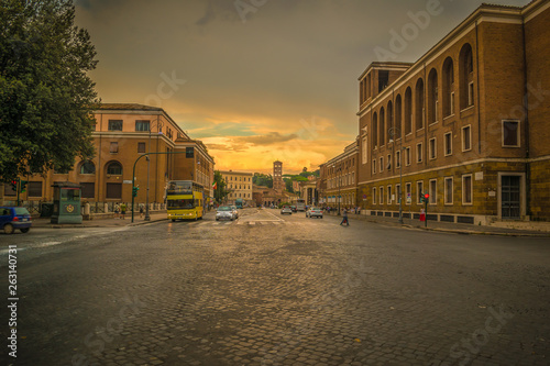 Photographie  Golden Hour on the Luigi Petroselli Street in Rome