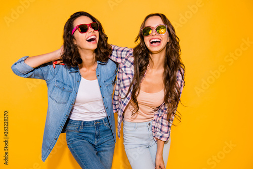 Photographie  Portrait beautiful cute charming teen teenagers satisfied content chill laughter