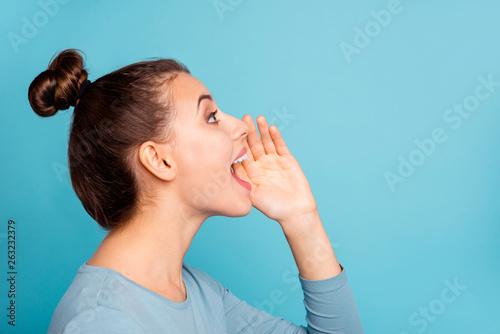 Cuadros en Lienzo  Profile side view photo of funny funky teen teenager shout loud ads novelties pl