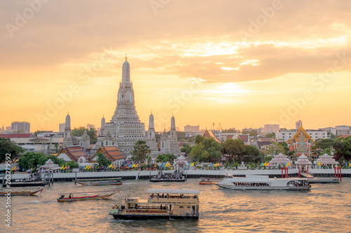 Foto auf AluDibond Budapest The most beautiful Viewpoint Wat Arun,Buddhist temple in Bangkok, Thailand