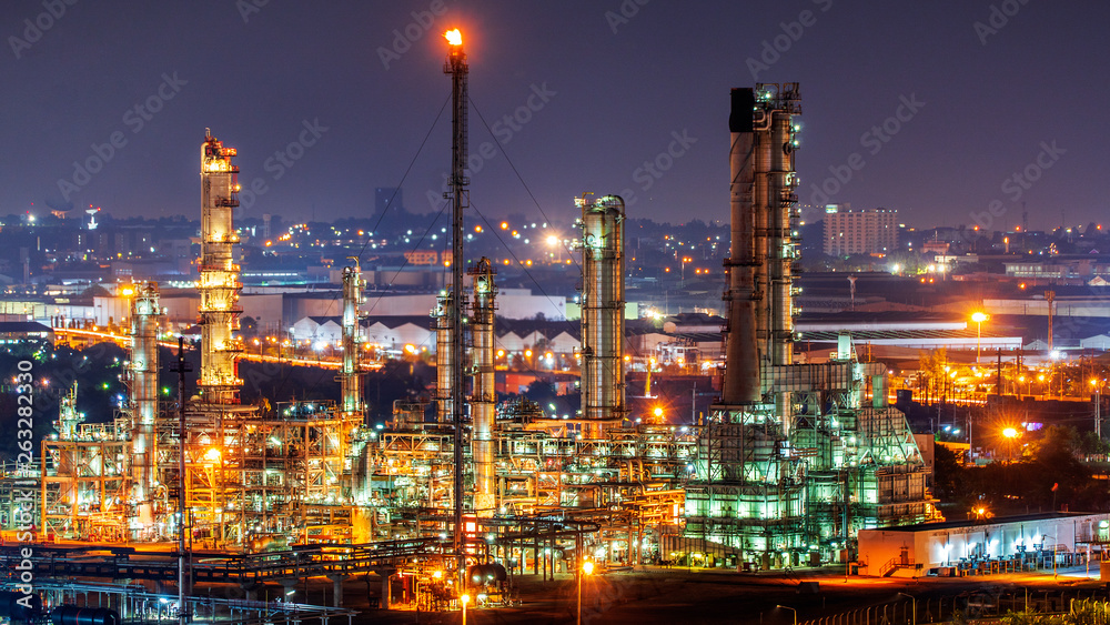 Fototapety, obrazy: Oil refinery and​ industrial​ city​ After sunset