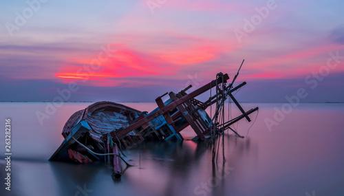 Shipwreck in Kratinglay beach Chonburi with beautiful sunset and twilight sky Fototapet