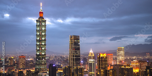 фотография  Taipei 101 is the business and modern shopping center building