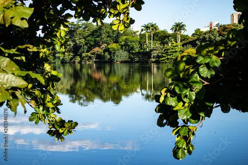 Foto auf Gartenposter Fluss Lake of Taquaral