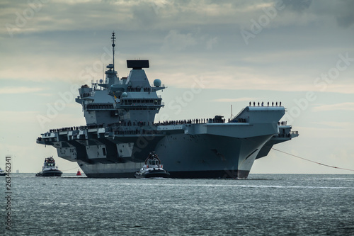 Fényképezés HMS Queen Elizabeth returning to Portsmouth from exercise Westlant18 on December