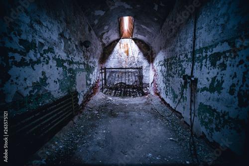 Abandoned Prison Canvas-taulu