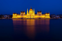 Budapest's Iconic Parliament  ...