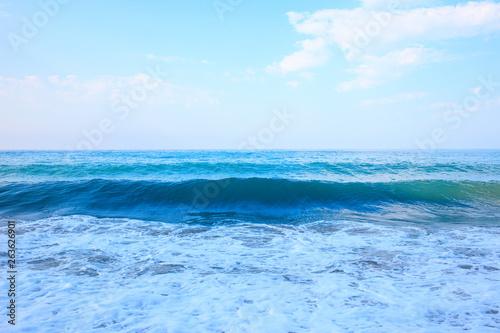 Poster Zee / Oceaan Beautiful view of splashing blue waves near the beach.