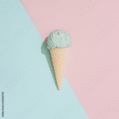 Cuadros en Lienzo Ice cream on pastel pink and blue background