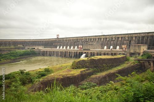Deurstickers Dam bridge over the river