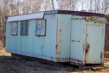 Rusty Portable House For Constructors