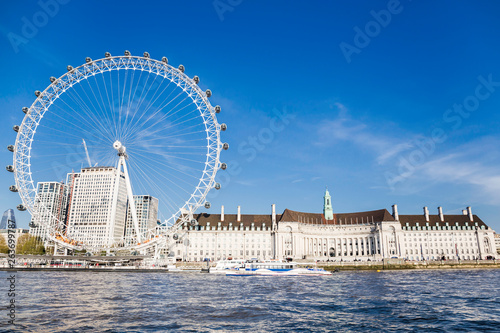 Photo London Eye near County Hall in summer view from Thame river boat cruise