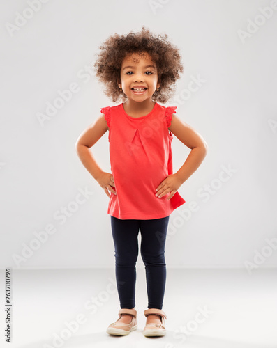 Fotomural  childhood and people concept - happy little african american girl over grey back