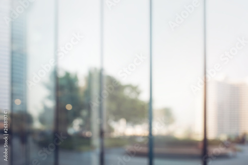 Fotografia Blurred abstract glass wall from building in city town