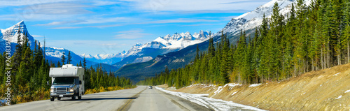 Valokuva  The road 93 beautiful Icefield Parkway in Autumn Jasper National park,Canada